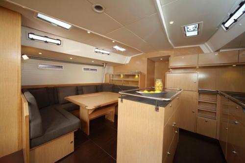 39162712-Bavaria-55-Cruiser-5Cab-Bavaria-55-Cruiser-5Cab-Salon2