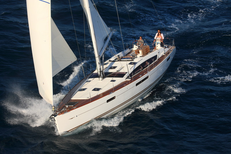 www.sailmarine.com  jeanneau-53-outside2